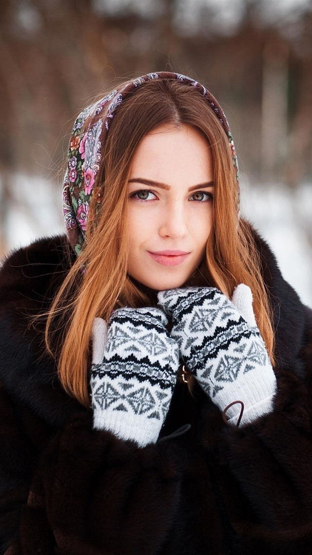 Smile Girl Gloves Winter Iphone 640x1136